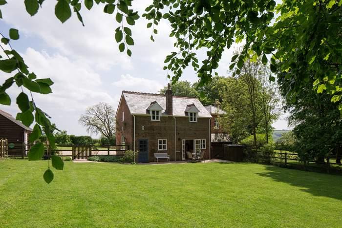 Cottages near Bulbarrow Hill