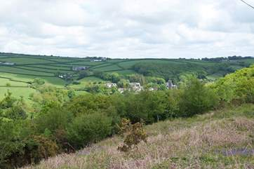 The nearby village of St Neot, which boasts a shop and excellent pub, nestles in some gorgeous countryside.