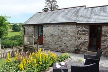 Little Oak Barn enjoys wonderful views of the Cornish countryside across the valley