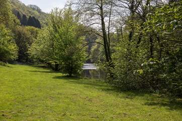 The most ideal setting awaits you as the River Tavy flows through the valley.