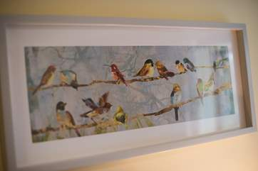 A pretty print to help you identify the birds outside.