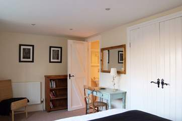 The double bedroom has an en suite shower-room.