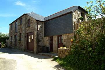 Higher Treluswell Barn is a detached property.