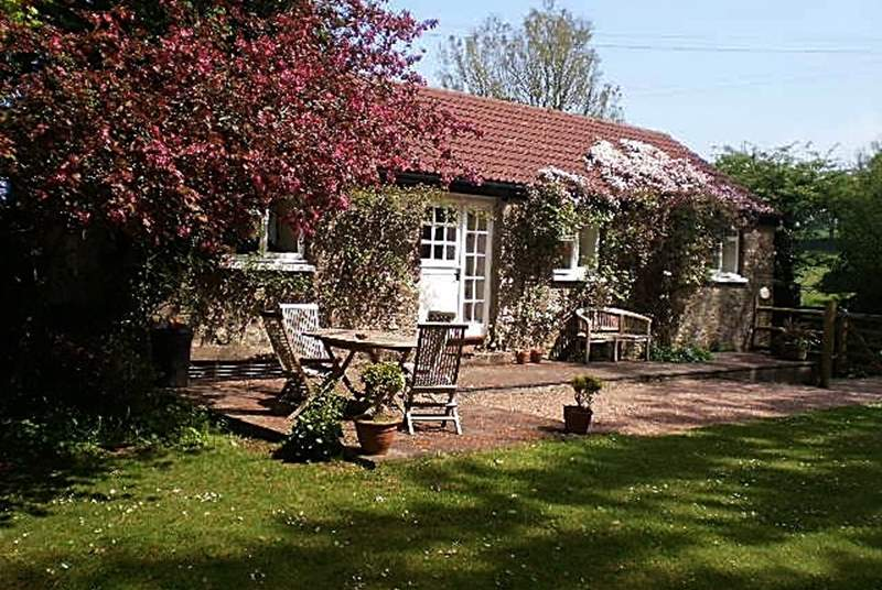 Little Yeo is a very pretty single-storey cottage, covered in clematis in the spring, and with a large  garden.