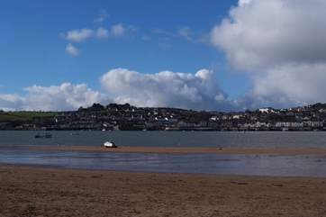 This is the little fishing village of Appledore, facing Instow across the Torridge Estuary.