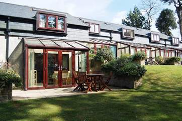 Beachcomber Cottage is part of a small terrace overlooking woodland and lawns.