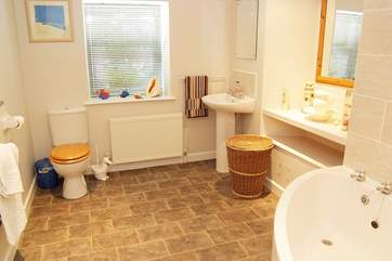 The spacious family bathroom.