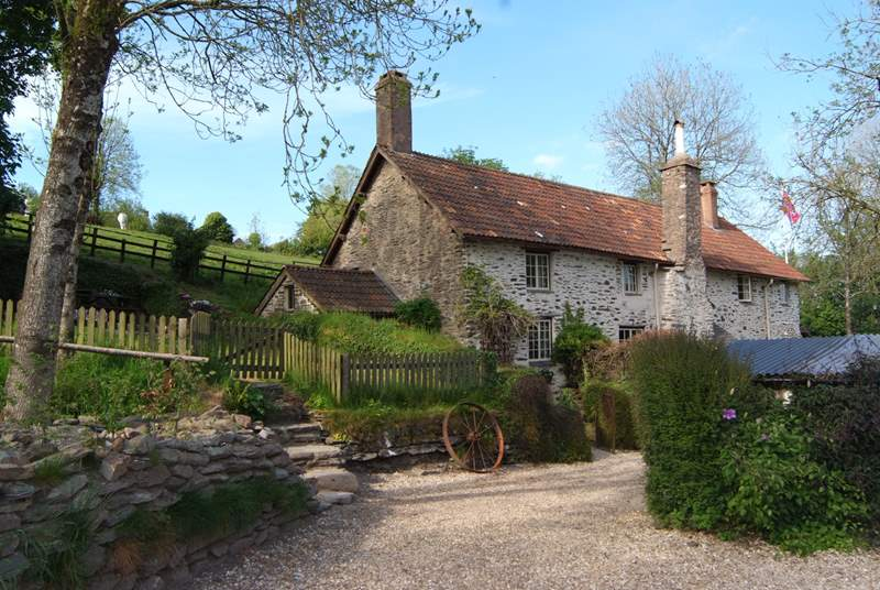 Week Cottage, part of historic Week Farmhouse, is the most peaceful cottage for two to escape to. Dog friendly, with an enclosed garden and walks up on to Exmoor from the farmstead.