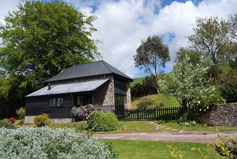 This detached cottage has its own garden and views as far as Dartmoor in the far distance.