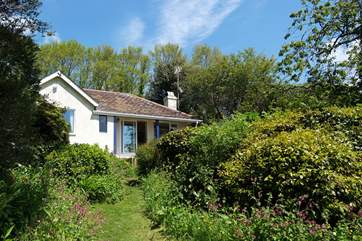 Maryland is set in mature woodland gardens overlooking the valley and Talland Bay beyond.