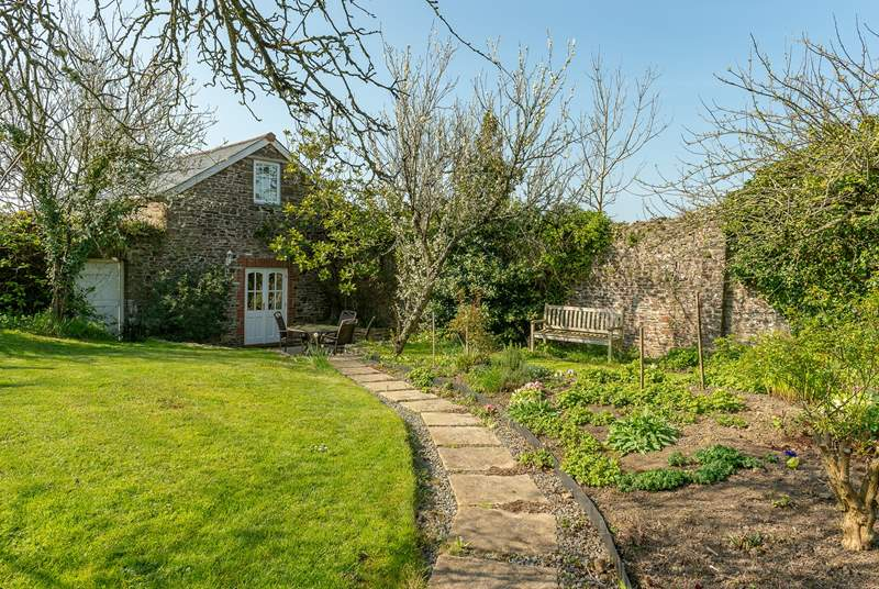 Fig Tree Cottage is in its own private walled garden.