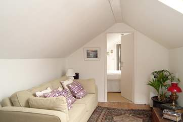 The upstairs sitting-room leads through to an en suite 'zip and link' (twin or double) bedroom.