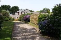 Perran's Barn - Holiday Cottage - 2.9 miles E of St Just
