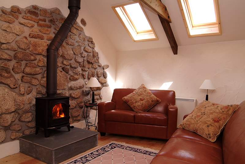 Leather sofas flank the wood-burner.