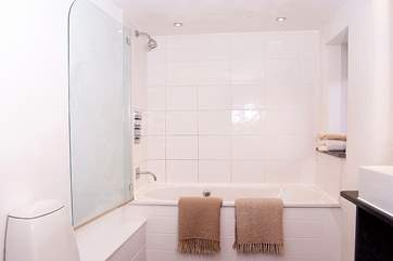 The bathroom on the ground floor is bright and contemporary.