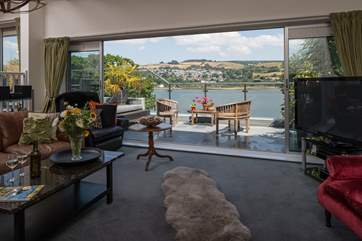What an amazing room, with equally amazing views!