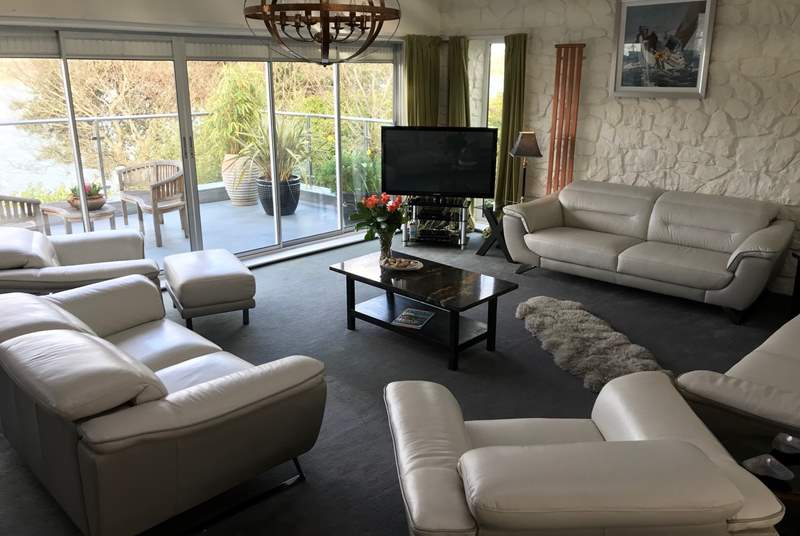 The large living room is perfect to all relax and un-wind after a long day of fun and games. 3