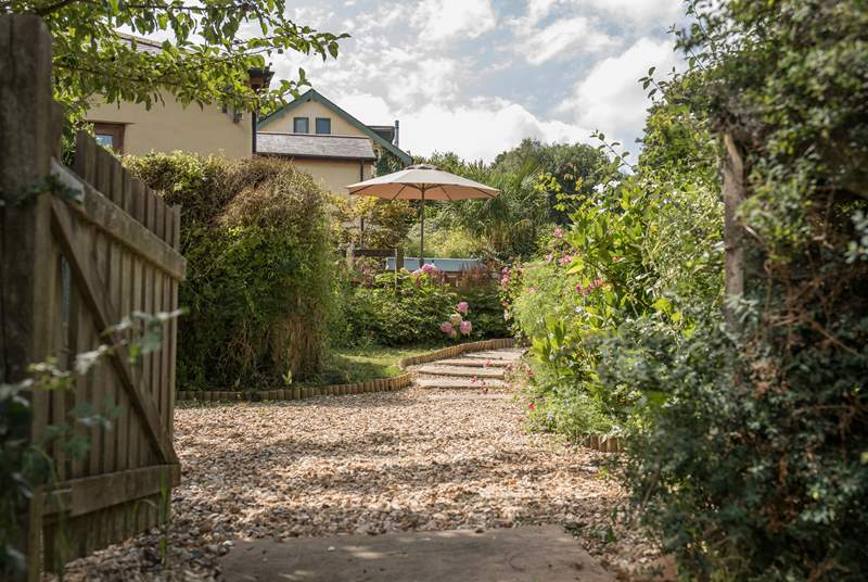 Welcome to the beautifully manicured terrace gardens and patio leading up to Larkworthy Cottage.