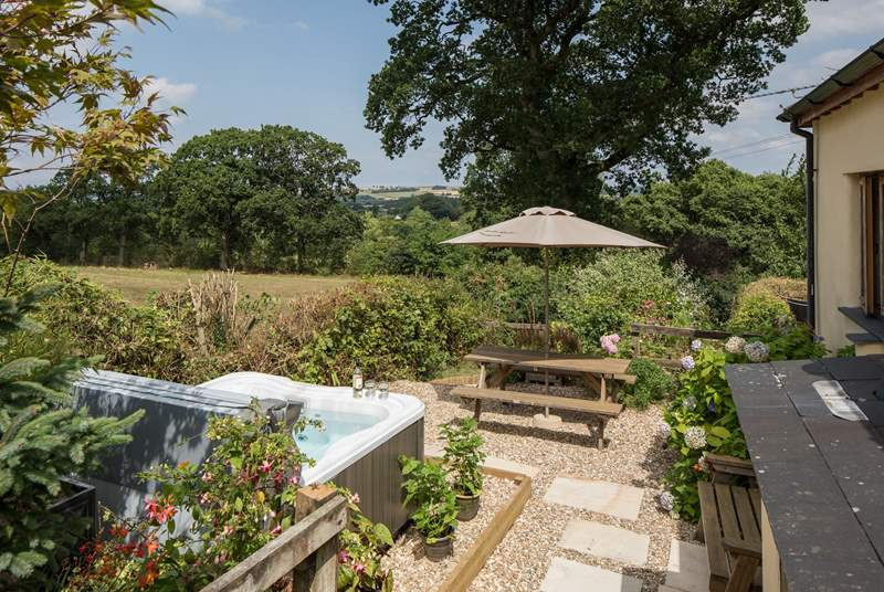 Larkworthy Cottage is set in its own little piece of countryside heaven with its very own hot tub too.