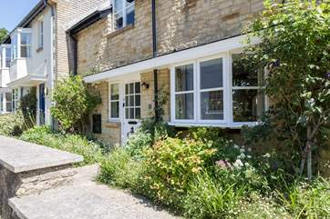 This pretty cottage fronts onto a quiet village road. The parking, little garden and conservatory are all at the back.