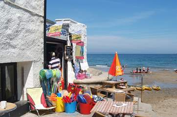 Buy your buckets and spades from the beach shop (they also sell wonderful fresh crab sandwiches!).