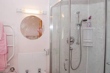 The en suite shower-room for the twin bedroom.