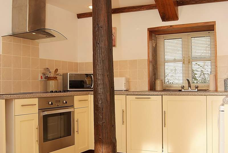 The kitchen-area is fully equipped.