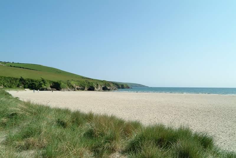 Par Sands has plenty of parking right by the beach.