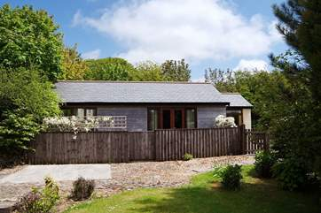 Moonstone is a beautifully presented detached single-storey cottage with an enclosed patio and the bonus of two lovely  meadows if you bring a dog.