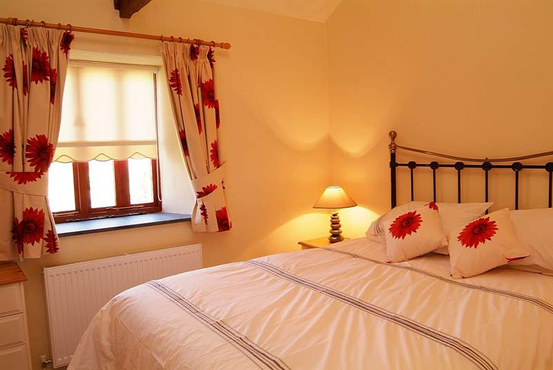 Two Whitawoo has a lovely romantic double bedroom.