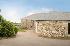 Gilly Barn - Holiday Cottage - 6.6 miles NW of Falmouth