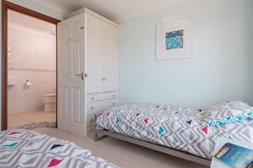 The twin bedroom has an en suite shower room.