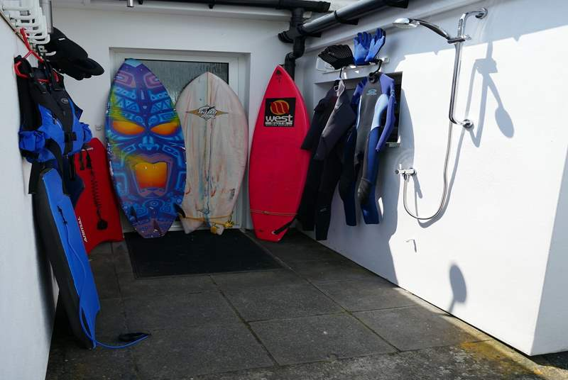 The outside area is perfect for washing and drying wet suits. There is also an external hot shower (spring - autumn use only).