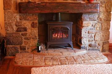 The cosy cottage gas stove gives you the warmth and comforting glow of a real wood-burner.