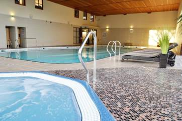 Until 31st December 2017 guests and their children get free access to the  pool & other leisure facilities at the Woodbury Park Country Club a 5  minute drive from the cottage. Children are welcome
