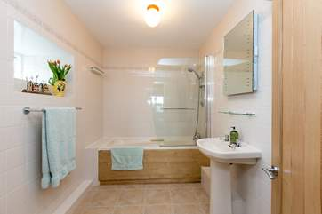 This is the large bathroom that is the en suite to the master bedroom.