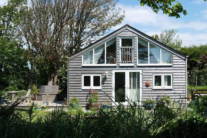 The Summer House is delightful little property, standing detached in the prettiest of gardens.