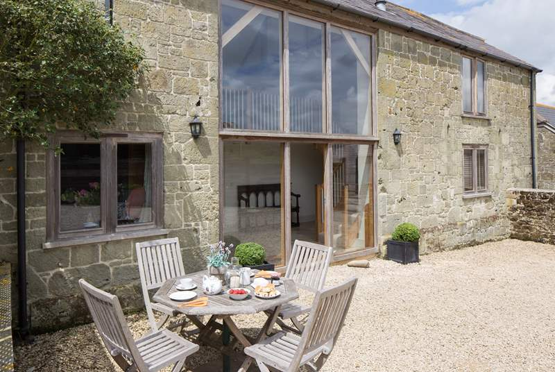 Hatts Barn is a spacious semi-detached barn conversion with reverse-level accommodation.