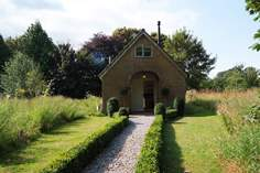 The Pump House - Holiday Cottage - 1.9 miles E of Crewkerne