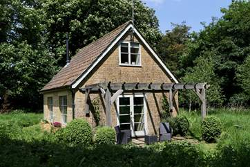 The Pump House is set in its own wildlife meadow offering total seclusion and tranquility