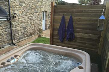 The hot-tub is behind the cottage and in its own little enclosure so privacy is guaranteed.