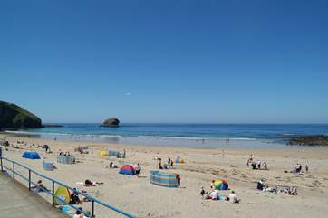 The family-friendly large sandy beach at Portreath on the north coast is only a 20 minute drive away.