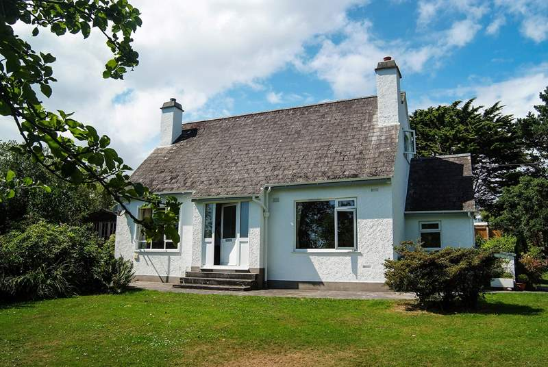 Fred's House is a comfortable, traditionally furnished cottage with a huge, beautifully kept garden.