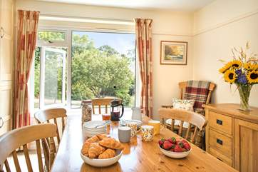 Enjoy family meals together in the lovely dining room
