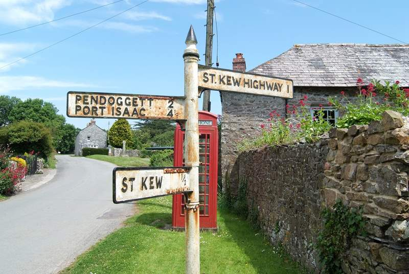 This charming old signpost is just outside Trequite Cottage and points to it all - a great pub at St Kew, 'ansome pasties at St Kew Highway and fresh fish at Port Isaac.