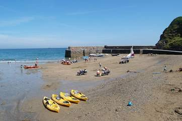 There are dinghies and kayaks to hire at Gorran Haven.