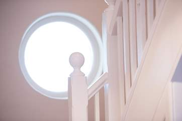 A porthole on the staircase looks out over the garden.