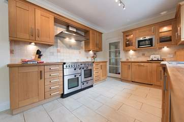 The fully fitted kitchen.