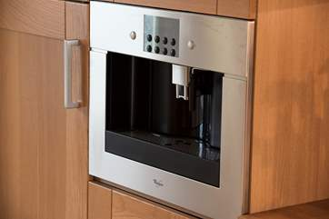 A built-in coffee machine for delicious morning coffees.