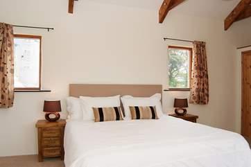 The ground floor bedroom has a 6' bed (Bedroom 1).